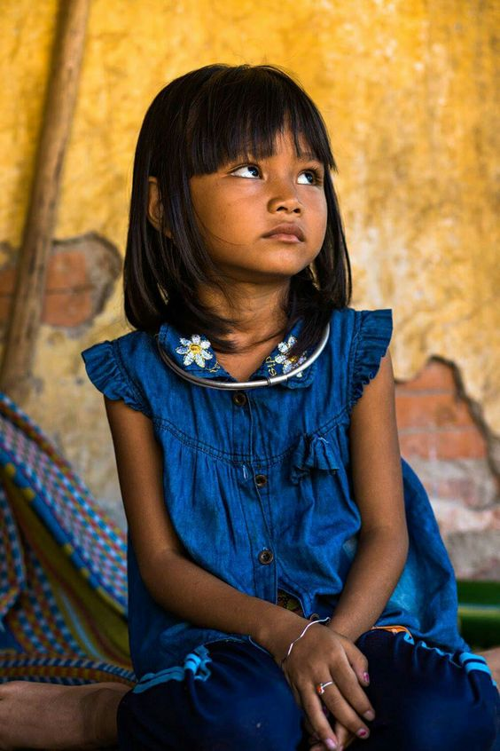 Young girl from Hrê ethnic group. Vietnam. Rehahn_photography.