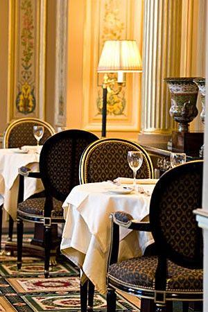 Le Café de la Paix, Paris - La Trahison des Images