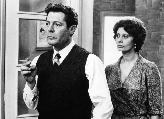 """Marcello Mastroianni et Sophia Loren dans """"Une journée particulière"""" d'Ettore Scola en 1978"""