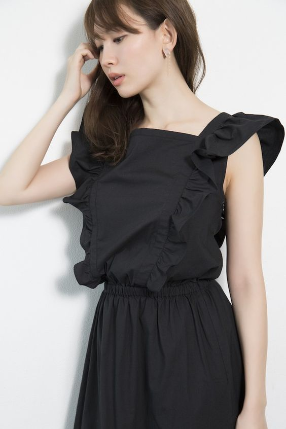 黒いドレスのかわいい小嶋陽菜