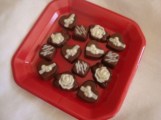 make valentine chocolate lollipops
