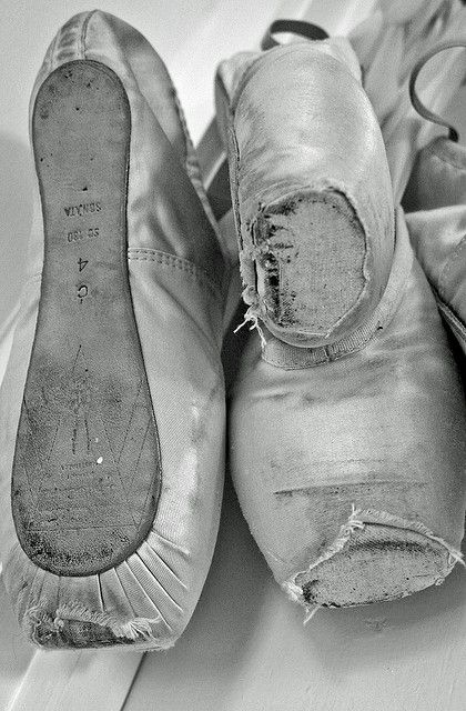 Ballet pointe shoes black and white