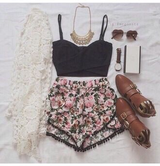 Image via We Heart It #boots #chic #fashion #flowers #girl #necklace #outfit #shorts #top