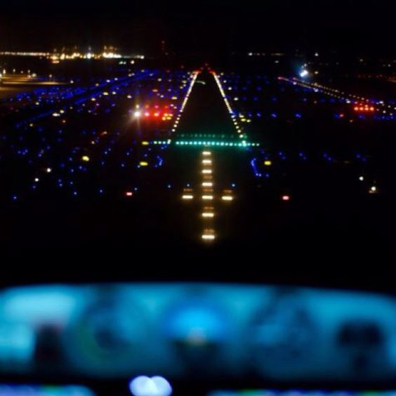 Shooting night approach into Tuscon International Airport in Diamond Star.. ILS 11 is Fun !!!