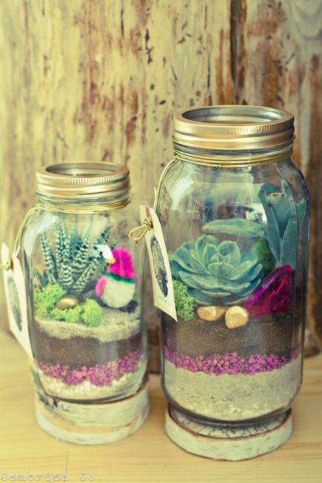 a beautiful terrarium in a mason jar......wonderful!