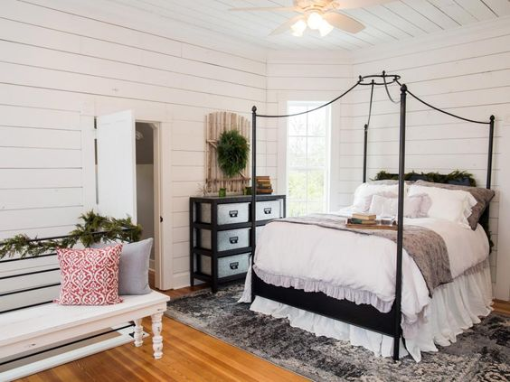 Fixer upper renovation and holiday decor at magnolia for Joanna gaines bedroom ideas