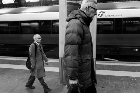 #street #photography #leica #travelling #train #black #white #giant #dwarf