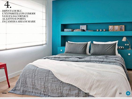 Home hearst parete turchese dietro al letto