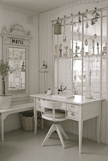 Shabby chic: white color application