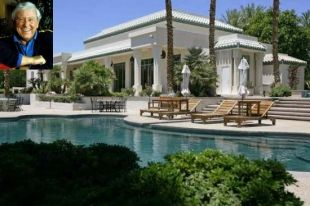Merv Griffin's estate in La Quinta comes complete with racetrack and horse stables at $9,500,000!: Horse Stables, Fifth, 12 Bathrooms, Lagoon 14, Griffin S Estate, 16 Horse, Merv Griffin S, Acre Lagoon