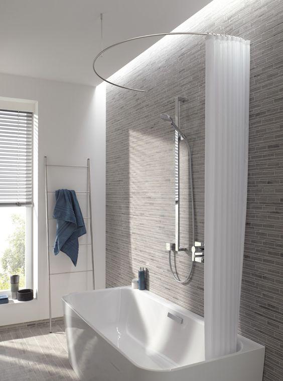 die gebogene edelstahl duschvorhangstange als halbkreis. Black Bedroom Furniture Sets. Home Design Ideas