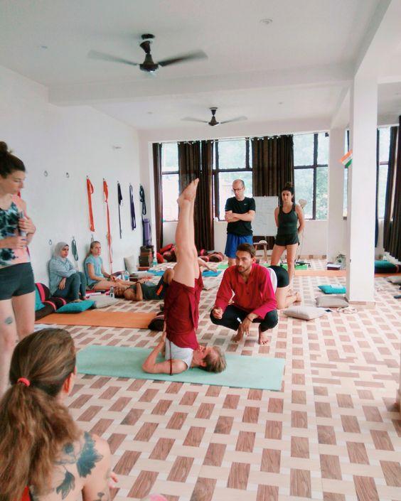 Yoga Teacher Training Rishikesh at Mantra Yoga is a 200 hour yoga teacher training certification course for Beginners.It is one of the best 28 Days International yoga certification course to become an Ashtanga Yoga , Vinyasa Yoga teacher. https://mantrayo