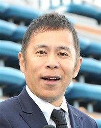 スーツ姿岡村隆史さん