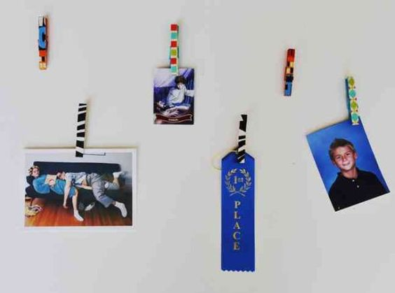Mollette colorate per appendere al muro foto e disegni.