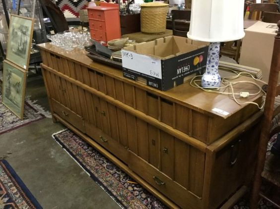 I just discovered this mid century buffet on LiveAuctioneers and wanted to share it with you: www.liveauctioneers.com/item/48302992