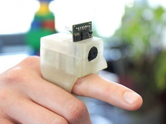 "With the camera-equipped ""EyeRing"" you can point at an object and take a photo"