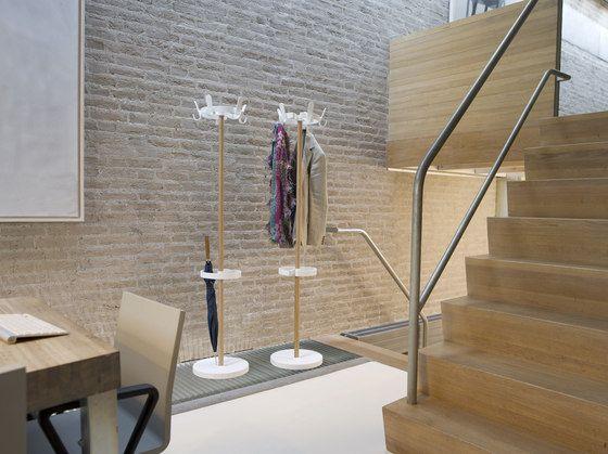 Freestanding wardrobes | Hallway | Sticks Round | van Esch | Mia. Check it out on Architonic