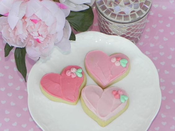 Sugar cookie hearts hand decorated in ombre pink buttercream with mini posies. 9 for $18. Limited edition for Mother's Day.