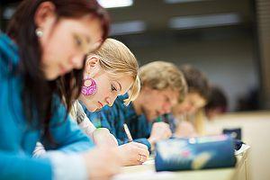 Blitzmerker: 5 Turbo-Tricks für besseres Lernen im Studium (Artikel auf Karrierebibel.de)
