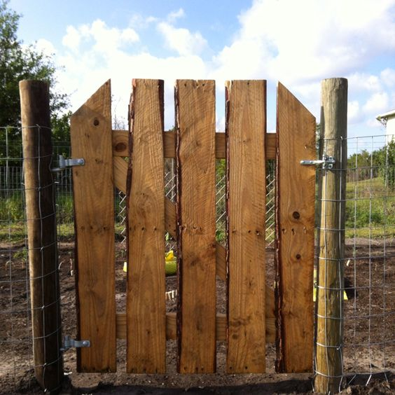 Wooden Tree Gate Design: Rustic Repurposed Pallet Gate My Hubs And I Made!