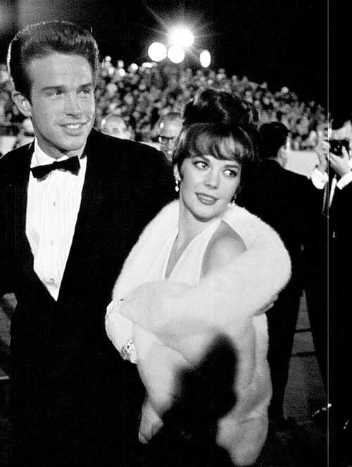natalie wood and warren beatty arrive at the academy