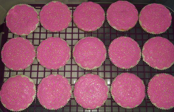 Passend dazu essebare CupcakesSpitzen.Erhältlich bei Sannys-Tortenspitzen.de