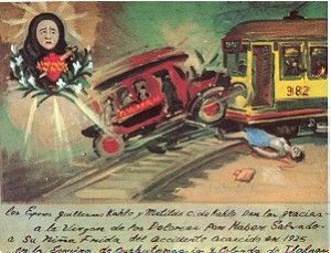 El 17 de septiembre de 1925 sufrió un grave accidente cuando el bus en que ella viajaba fue arrollado por un tranvía. Sufrió varias fracturas en todo el cuerpo y un pasamanos la atravesó desde la cadera izquierda hasta salir por la vagina. Frida comentaba que habría sido esta la forma brutal en la que había perdido su virginidad. La medicina la atormentó con múltiples operaciones quirúrgicas (por lo menos 32 a lo largo de su vida)