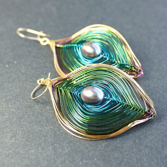 Wire Peacock Earrings: Jewelryinspiration Cousincorp, Wire Earrings, Peacock Earrings, Jewelry Wire, Peacock Pearl, Jewelry Ideas, Jewelry Earrings