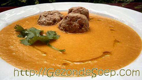 Verbazend lekker wortelsoep met curry en appel recept: voor iedereen die geen worteltjes wil eten is dit de ideale currysoep om van te genieten.