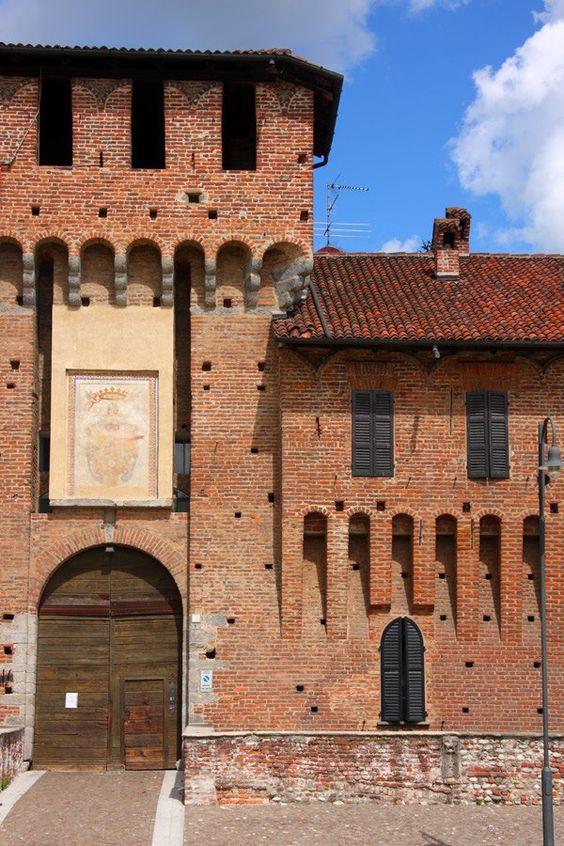 Il Castello Sforzesco di Galliate (o Castello Visconteo Sforzesco). MilanoArte