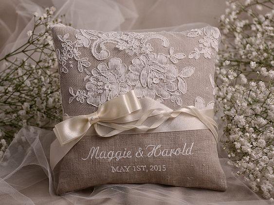 Flower Girl Basket & Ring Bearer Pillow Set por 4invitationwedding