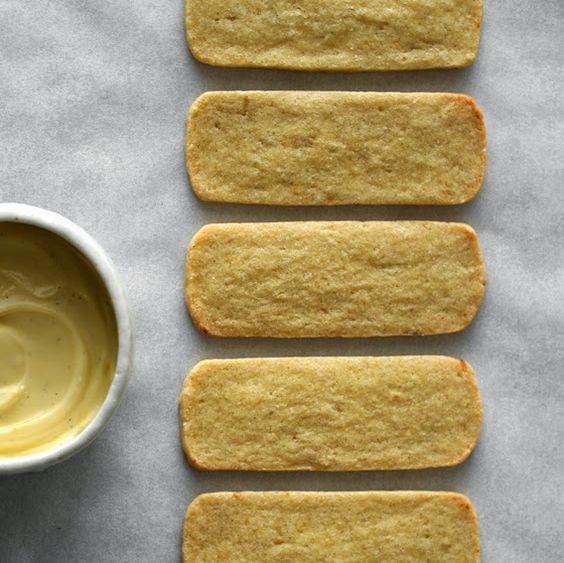 kruche ciasteczka koglowo-moglowe - smaczne, kruche.dodać mniej cukru niż w przepisie