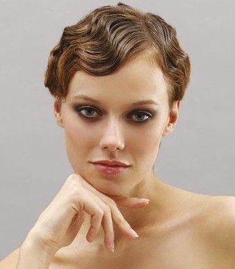 Auch aus kurzen Haaren kann man wunderschöne Brautfrisuren zaubern – Foto: donnaclick.it