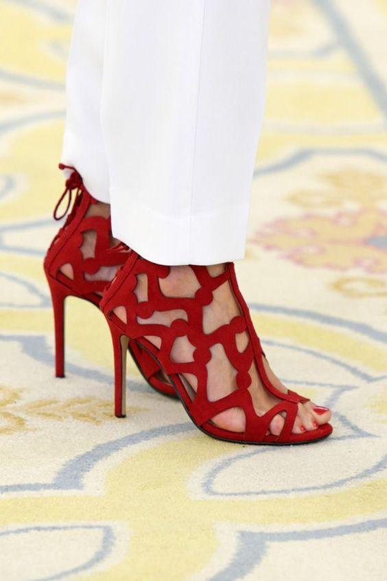 <p>Las sandalias rojas de Mango de Letizia Ortiz.</p>