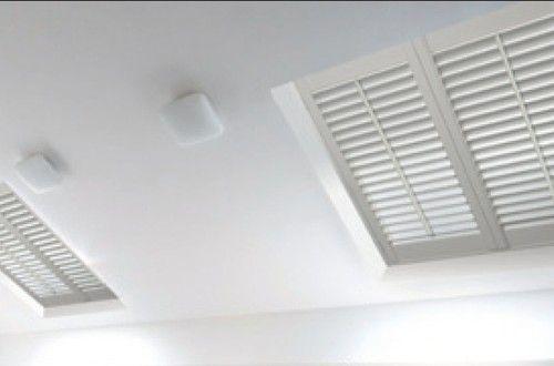 Met de aangepaste installatieprofielen passen Copahome shutters perfect in uw Velux dakraam .     Zeer eenvoudige montage