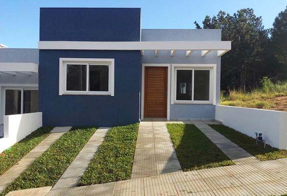 Fachada De Casa Pequena Con Puerta De Madera Al Frente Casas Pintadas Frente De Casas Sencillas Fachada De Casa