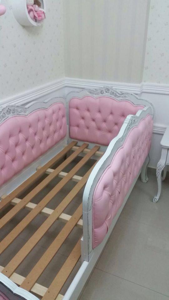 Belíssima cama com proteção  nas laterais