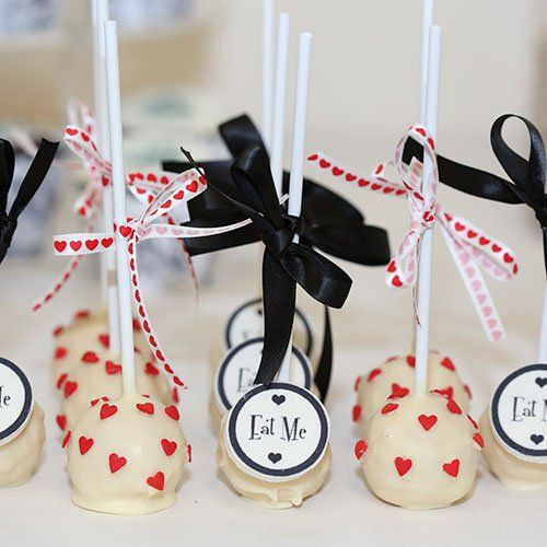 Eat Me!! These Alice in Wonderland cake Pops would be great for a Mad Hatter Tea Party or even Alice in Wonderland Wedding.