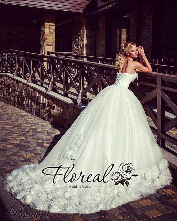 #queen  #onelove #floreal #wedding #weddingdress  #beauty #blonde #roses #dress #bride #royal #collection #ukraine #kiev #chernigov by annarozputnia
