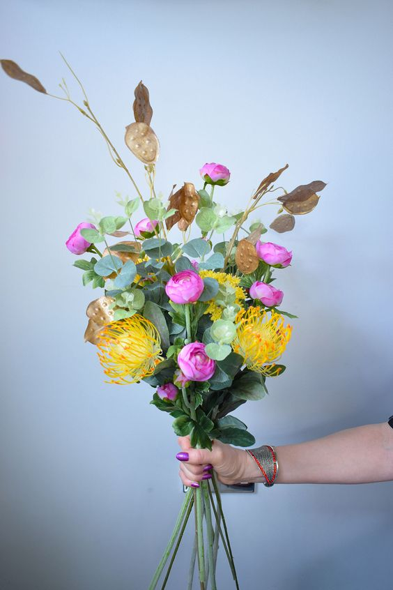 DIY Faux Flower Bouquet with a high-end look on a budget. Tips, ideas, inspiration and tutorial on how to make a simple, realistic flower arrangement to display as a table centrepiece. A beautiful home decor floral design for your interior. Made with yellow and pink stems. #fauxflowerdispay #fauxflowers #bouquet #diyhomedecor