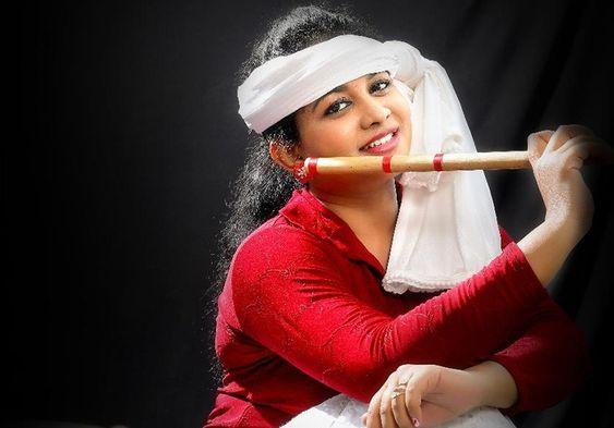 மீண்டும் கருவாப்பையா நடிகை கார்திகா