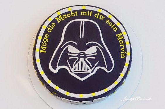 Diese Star Wars Torte habe ich für den Bruder einer Freundin gemacht. Er wurde 18 Jahre alt und da musste eine besindere Torte her.Meine bisherigen Torten zum Thema Star Wars waren ja bisher immer für kleine Jungs.