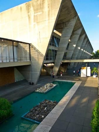 Museum of Modern Art:  An impressive collection of the works of Picasso, Max Ernst, Rodin, Brancusi and other artists from Brazil and elsewhere is housed in this concrete and glass building at the Eduardo Gomes Park.