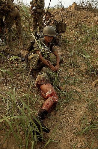 Khe Sanh Vietnam  city photos : 11 Apr 1968, Near Khe Sanh, South Vietnam Medics treat wounded ...