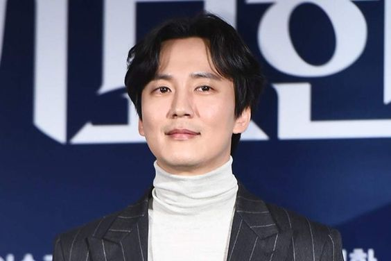 "Kim Nam Gil Resumes Filming For ""The Fiery Priest"" Despite Injuries"