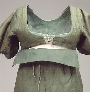 Bodice construction detail on Danish daydress from the early 1800s.