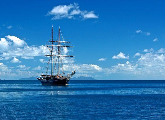 A boat in Whitsunday Islands National Park, Queensland, Australia ✯ ωнιмѕу ѕαη∂у