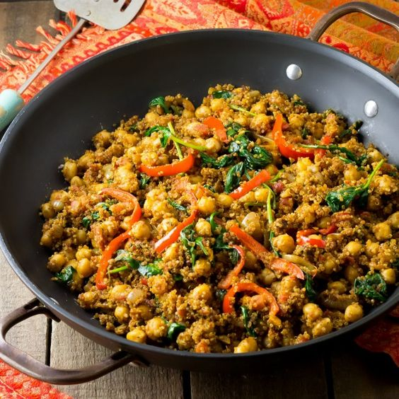 Quinoa, chickpeas, spinach and peppers stir fried in Indian spices. Easy, protein packed and flavorful!