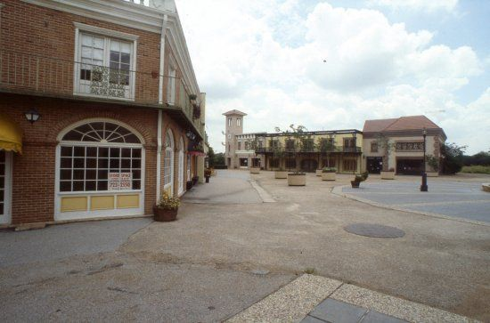 The July 1, 1983, edition of the Houston Chronicle told of a new plan by a group of real estate agents and developers to revive the 23-year-old Westbury Square. Reporter James R. Pierobon noted tha...
