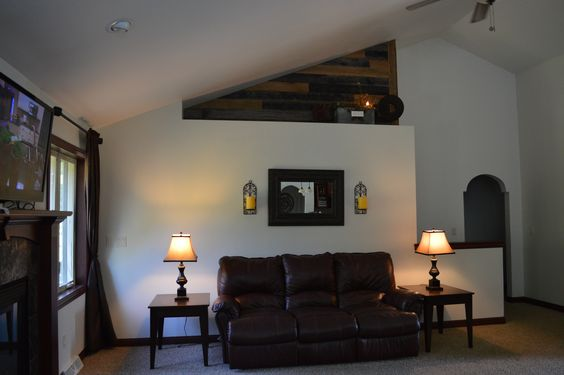 Barnwood accent on plent ledge walls-absolutely love it!
